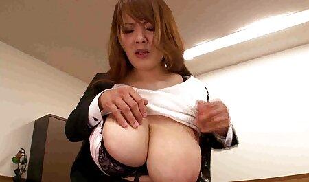 یک زن با استفاده از یک مرد در یک مبل شهوت انگیز كانال فيلم سينمايي سكسي
